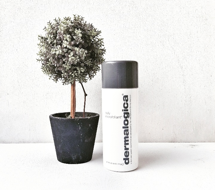 Daily Microfoliant® de Dermalogica - disponible en  2 formats : 13g à 15€, 75g à 65€