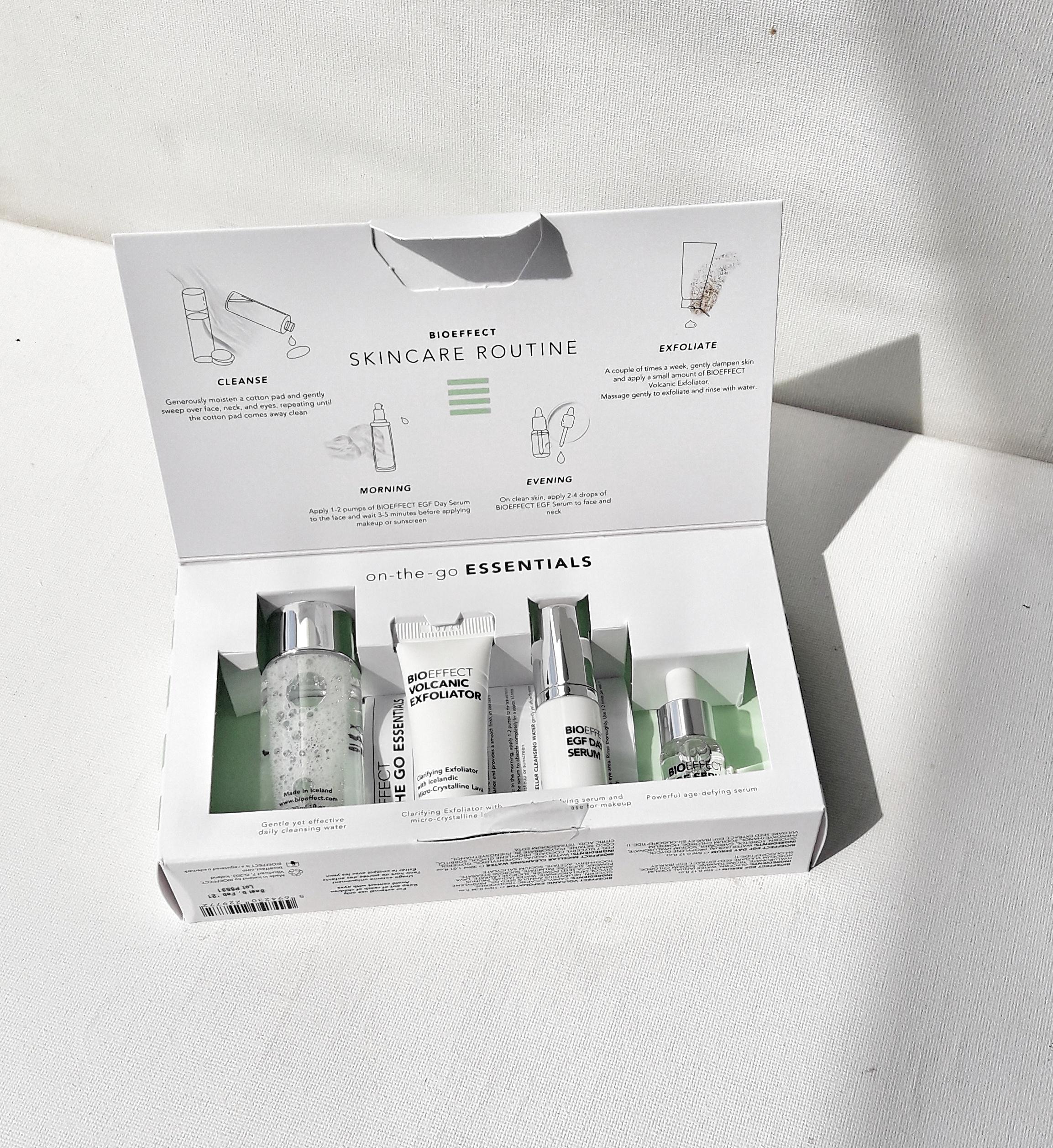 ROUTINE DE SOIN BIOEFFECT À EMPORTER PARTOUT. La collection d'essentiels BIOEFFECT et ses quatre produits indispensables en format voyage. Elle contient tout ce dont vous aurez besoin pour prendre de soin de votre peau et lui rendre son éclat.  La collection idéale pour découvrir la marque ou à offrir en cadeau.  Contenu:  SÉRUM EGF 5 ML SÉRUM EGF JOUR 5 ML EXFOLIANT VOLCANIQUE 10ML EAU MICELLAIRE NETTOYANTE 30 ML Les amoureux de BIOEFFECT pourront à présent garder leur produits préférés sous la main, à tout moment ! Prix: 65,00 €