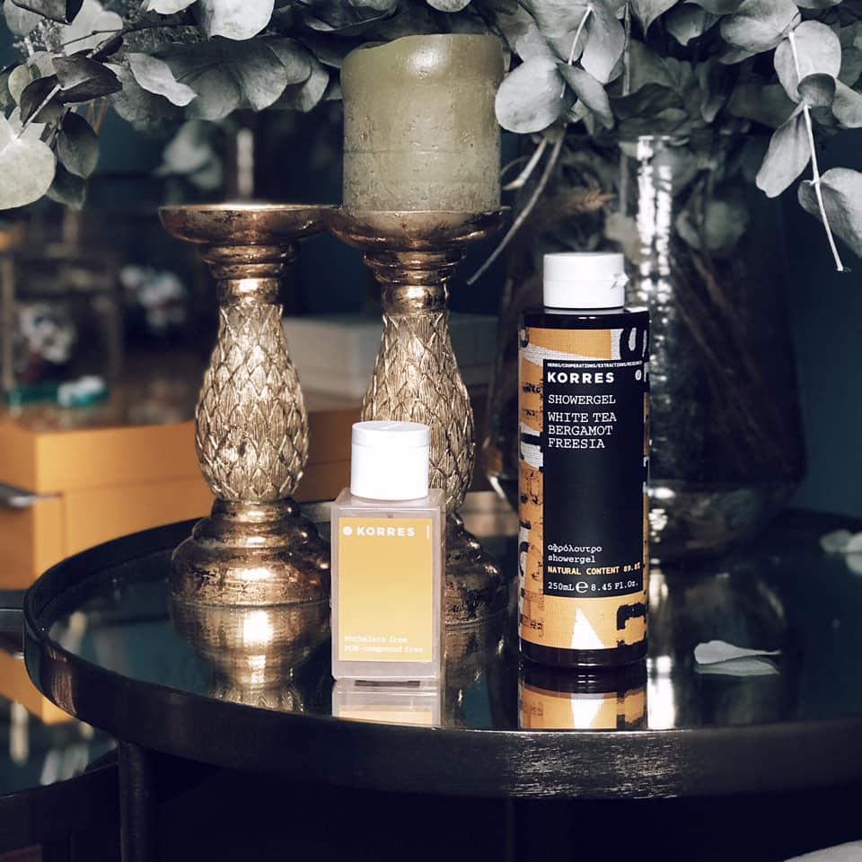Coffret cadeau parfum féminin best-seller avec l'Eau de toilette Thé Blanc, Bergamote, Freesia et le gel douche parfumé